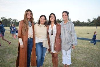 Ana Elena Lenoble, Rosario Arocena, Candelaria de Castro y Margarita Navarro