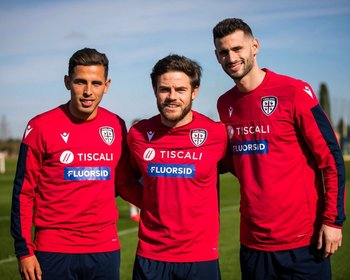 Los uruguayos de Cagliari: Oliva, Nández y Pereiro