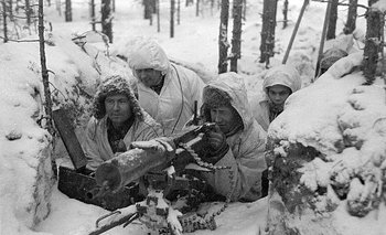 Soldados finlandeses con una ametralladora Maxim en enero de 1940