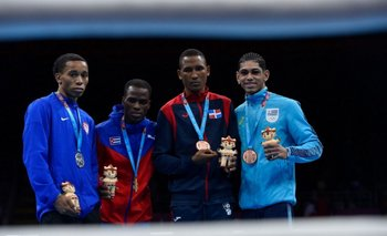 Lucas Fernández con su medalla en los Panamericanos