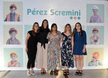 Fundación Perez Scremini y representantes de Farmashop. Fernanda Praderi, Sofía San Cristóbal, Lorena Palmieri, Florencia Blanco y Adriana Viazzi