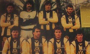 Los ocho jugadores de Peñarol que le ganaron 2-1 a Nacional el 23 de abril de 1987; Eduardo Da Silva, Eduardo Pereira, Obdulio Trasante, Alfonso Domínguez (parados); Jorge Goncalvez, Gustavo Matosas, Diego Aguirre y Jorge Cabrera (sentados)
