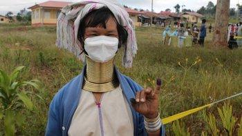 Millones de personas votaron en las elecciones generales de Myanmar que se celebraron el 8 de noviembre del año pasado y en las que el partido de Aung San Suu Kyi salió victorioso