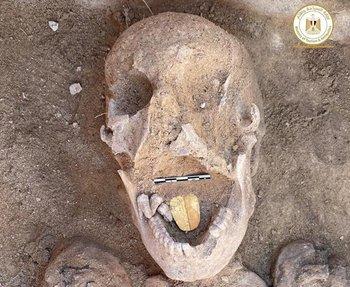 En Egipto encontraron momias con lenguas de oro