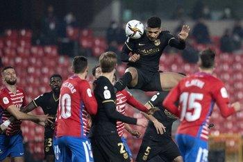 Araújo gana por arriba ante Granada