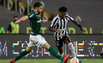 Matías Viña frente a Santos en la Copa Libertadores de 2020