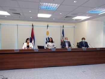 La ministra Azucena Arbeleche, el subsecretario Alejandro Irastorza, la directora de Política Económica Marcela Bensión, y el director de Finanzas Públicas Fernando Blanco