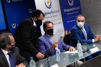 El subsecretario de Turismo, Remo Monzeglio, el ministro Germán Cardoso, y el intendente de Rocha, Alejo Umpiérrez