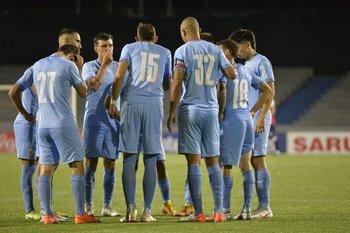 Los futbolistas de City Torque previo al partido con Nacional