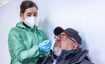 Los hisopados nasales sirven para detectar el coronavirus en los posibles infectados