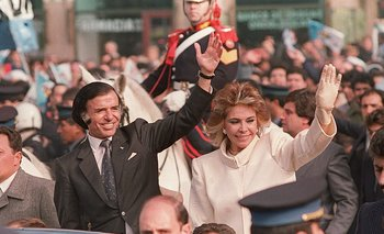 Carlos Menem y su e-sposa Zulema Yoma el 8 de julio de 1989, en los festejos por el cambio de mando