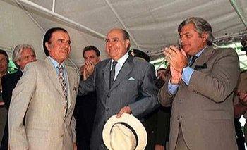 El presidente argentino Carlos Menem junto a su par uruguayo Julio Sanguinetti y al expresidente Luis Alberto Lacalle en la inauguración de las obras del dragado del canal Martín García, en 1996
