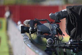 Nacional y Peñarol juegan a la misma hora y solo se podrá ver a través de la TV