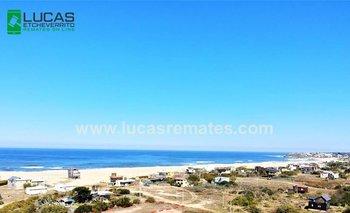 Terreno de 500 metros cuadrados en Punta Rubia, a media cuadra de la playa con vista parcial al mar.