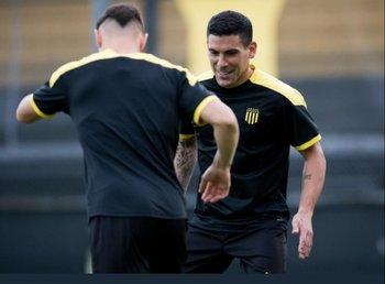 Maximiliano Pereira espera su debut con la camiseta de Peñarol