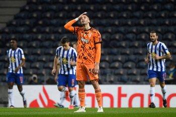 Bentancur lamentando su error ante Porto