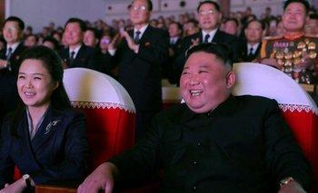 Ri y Kim fueron fotografiados sonriendo durante el concierto del martes.