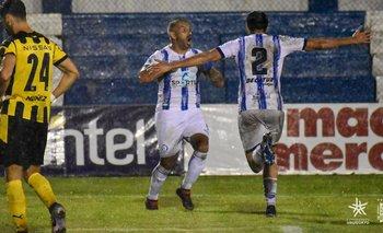 El festejo del goleador Enzo Borges.
