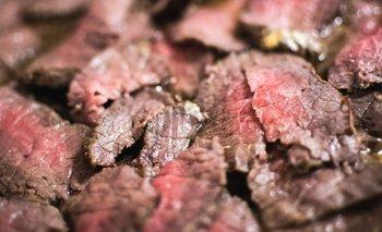 Productores locales defienden la carne producida de forma natural.