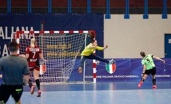 En acción con su equipo en Italia