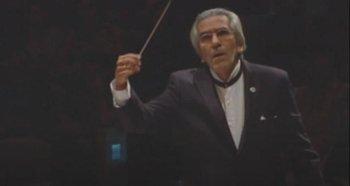 El director musical José Carli durante una actuación