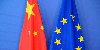 Banderas de la Unión Europea y China