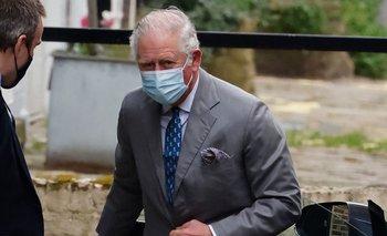 El príncipe Carlos visita a su padre, Felipe, en el hospital