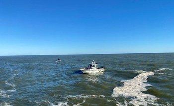 Personal de Prefectura trabaja en el río De la Plata este sábado