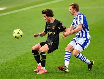Facundo Pellistri jugó su primer encuentro con Deportivo Alavés y por similitud de colores, lo hizo con casaca de alternativa