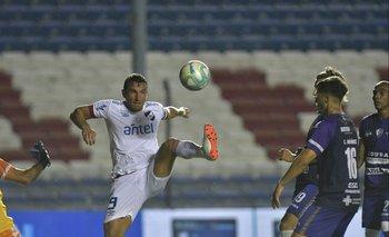 Gonzalo Bergessio de Nacional ante Fénix en el último encuentro entre ambos equipos
