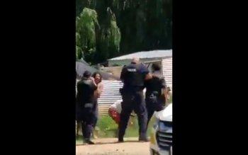 Un policía disparó con una escopeta con munición no letal y tres mujeres fueron heridas en Malvín Norte