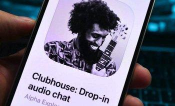 Clubhouse se destaca de otras apps por la falta de texto, imágenes y videos: la aplicación es solo de audio.