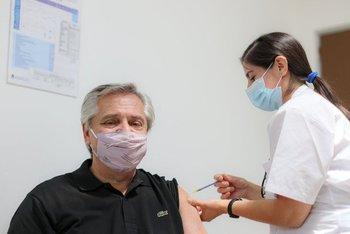 Alberto Fernández está vacunado con las dos dosis de Sputnik