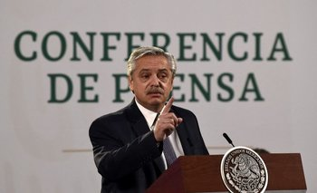 Alberto Fernández durante una conferencia de prensa en México