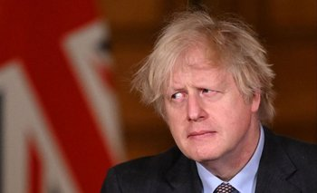 Boris Johnson atiende una conferencia virtual en Londres