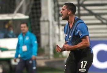 Agustín Dávila, golazo de tiro libre