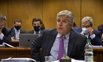 Bustillo ordenó una investigación administrativa por compra de engrapadoras