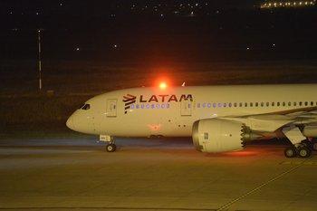 La aerolínea analiza una reestructura de su plan de negocios.
