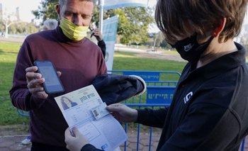 El pasaporte sanitario fue utilizado en Israel esta semana para permitir a los ya vacunados con dos dosis asistir a un concierto