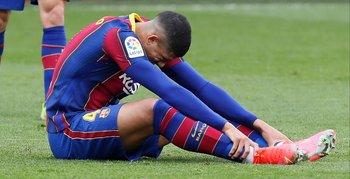 Ronald Araújo se tiró en el césped del Sánchez Pizjuán cuando volvió a lesionarse