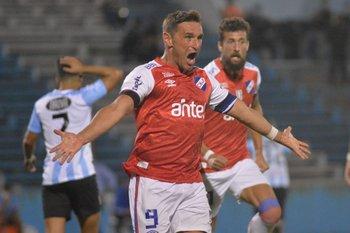 El grito de gol en la boca de Gonzalo Bergessio de Nacional para abrir el marcador ante Cerro