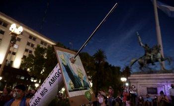 """Protestas en Argentina por el escándalo de la """"vacunación VIP"""""""