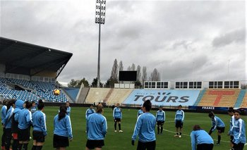 La selección uruguaya femenina entrenando en Francia