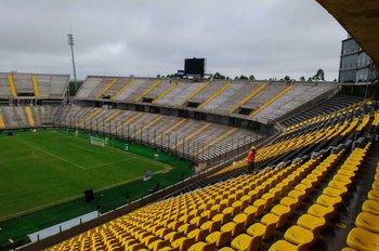 El Estadio Campeón del Siglo recibirá el partido 100 oficial este jueves cuando Peñarol juegue ante Sport Huancayo