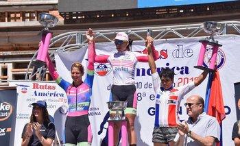 El podio final de la primera Rutas de América Femenina