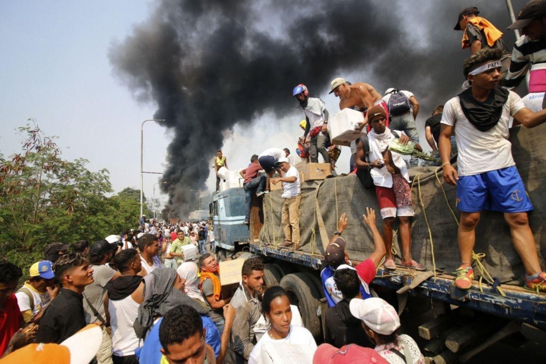Vídeo del NYT contradice suceso sobre quema de ayuda humanitaria en Venezuela