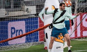 Diego Godín entrenando en el Juventus Stadium