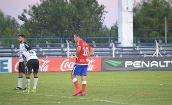 Facundo Rodríguez, el goleador de Colonia, con la 10
