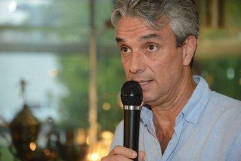 José Decurnex adoptó medidas duras
