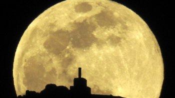 El equinoccio de primavera y otoño coincidió el miércoles 20 de marzo con la tercera y última superluna llena del año.